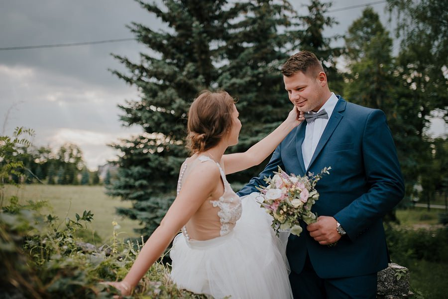 Sesja ślubna z huśtawką i łódką - Żurawie Gniazdo, Maleszowa, Kielce 13