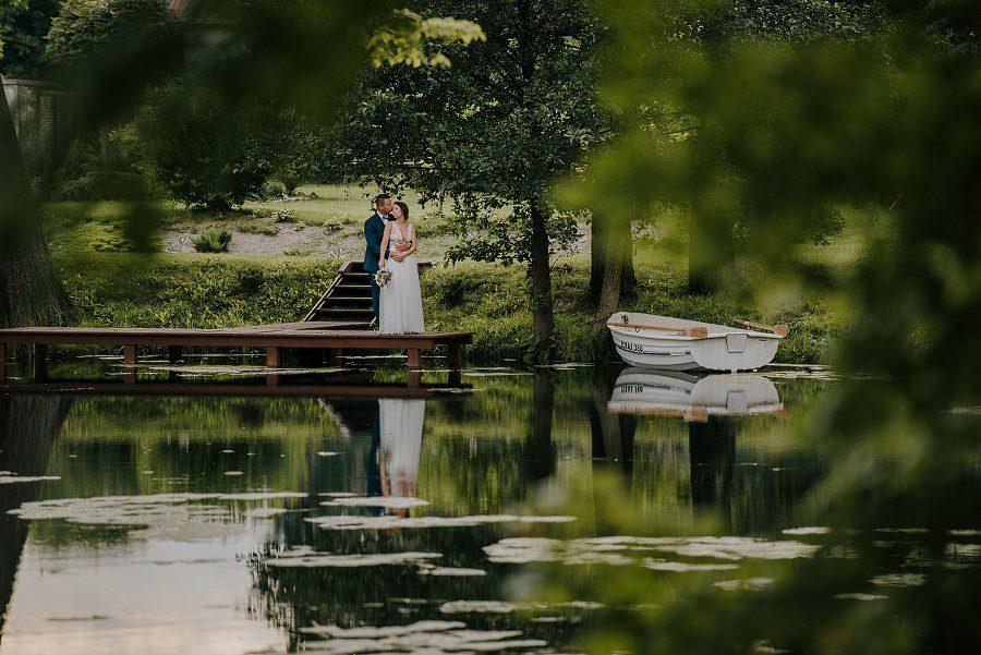 Sesja ślubna z huśtawką i łódką - Żurawie Gniazdo, Maleszowa, Kielce 14