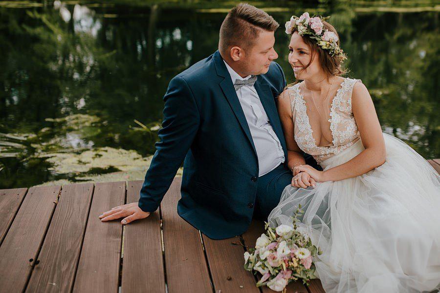 Sesja ślubna z huśtawką i łódką - Żurawie Gniazdo, Maleszowa, Kielce 15