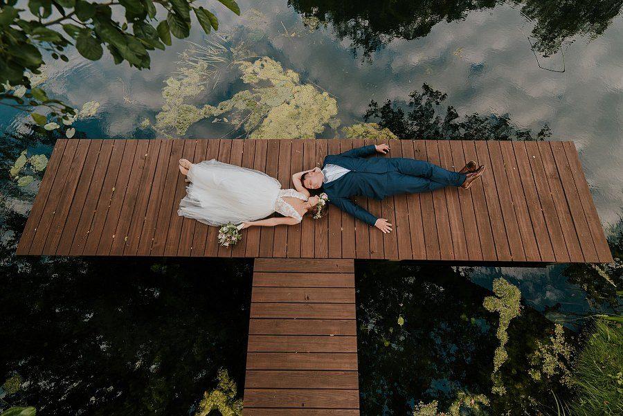 Sesja ślubna z huśtawką i łódką - Żurawie Gniazdo, Maleszowa, Kielce 17