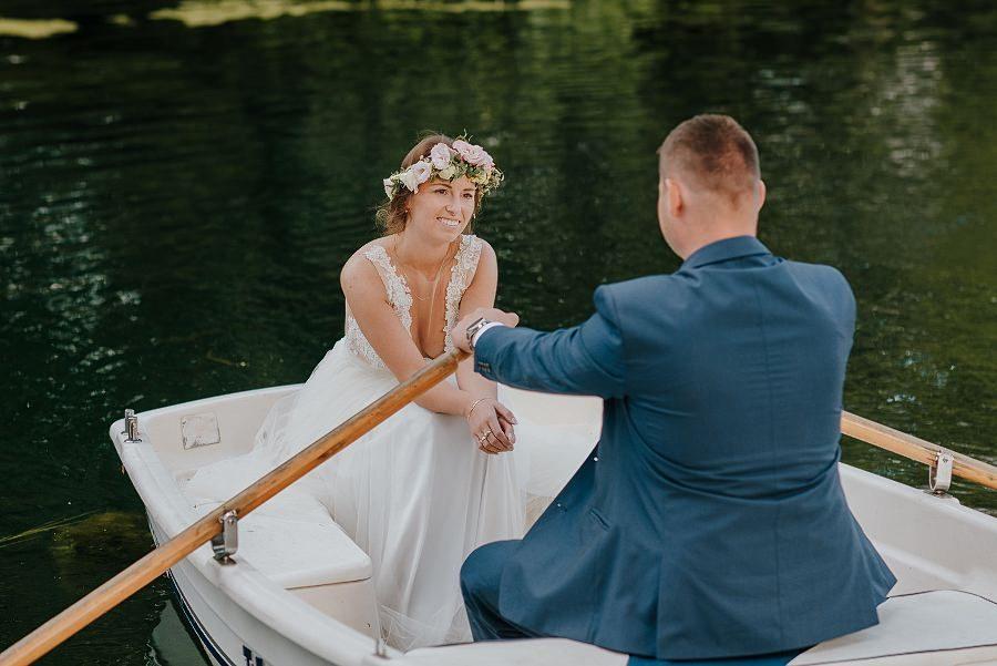 Sesja ślubna z huśtawką i łódką - Żurawie Gniazdo, Maleszowa, Kielce 23