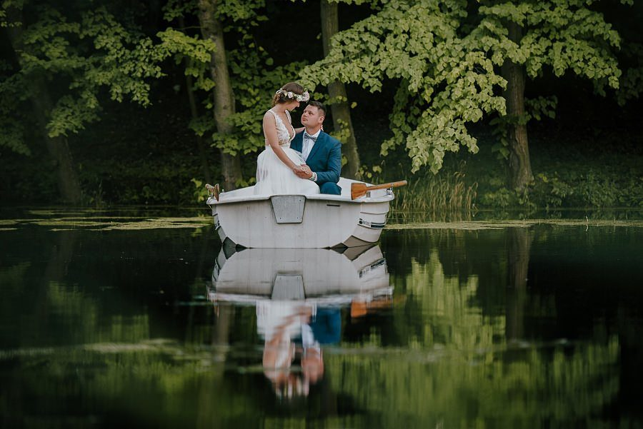 Sesja ślubna z huśtawką i łódką - Żurawie Gniazdo, Maleszowa, Kielce 25