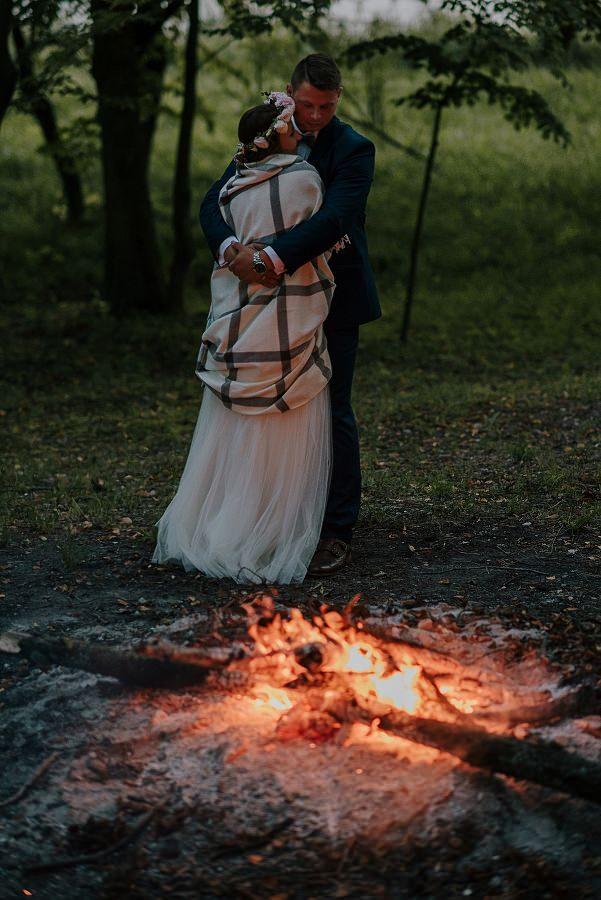 Sesja ślubna z huśtawką i łódką - Żurawie Gniazdo, Maleszowa, Kielce 34