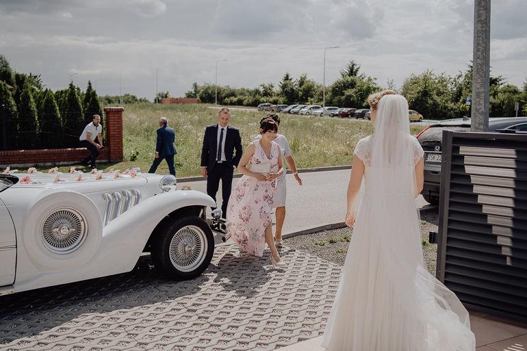 Paulina i Emil - Reportaż ślubny - Restauracja Leliwa Końskie 32