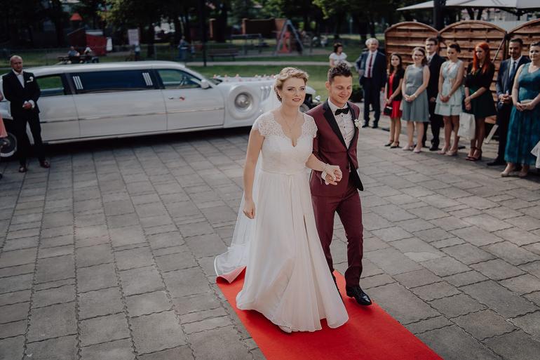 Paulina i Emil - Reportaż ślubny - Restauracja Leliwa Końskie 80